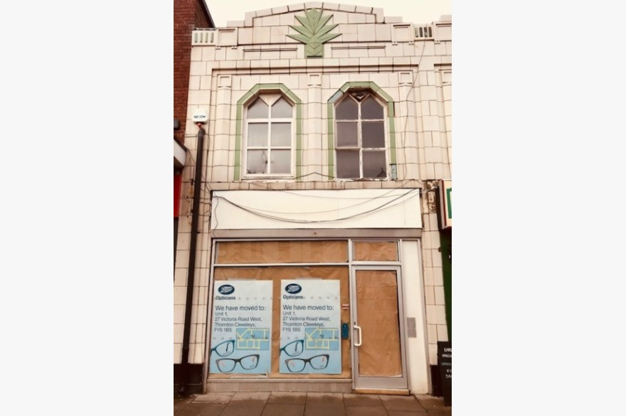 2 Bedroom Empty Shop & Flat/house Retail Leasehold To Rent - Image 4