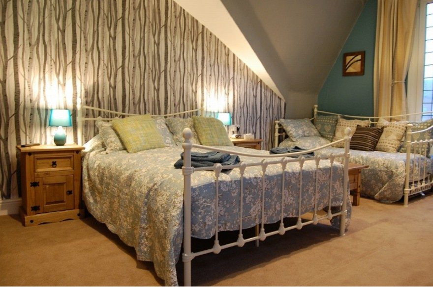 8 Bedroom Hotel For Sale - Photograph 4