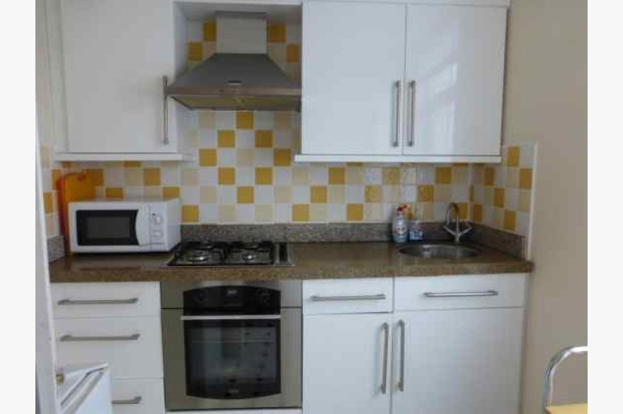 3 Bedroom Cafe Catering Leasehold For Sale - Image 5
