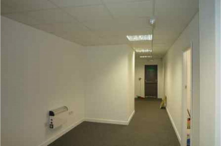 Retail To Rent - Photograph 5
